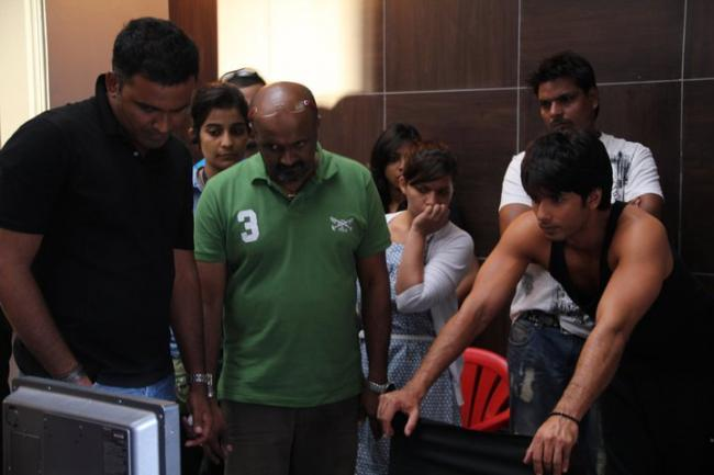 Shahid Kapoor on the sets of Movie Bru Lite Pics