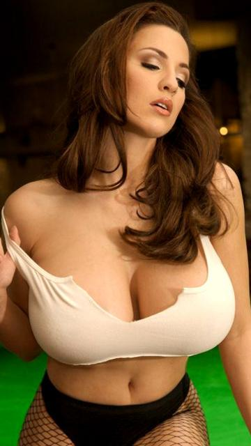 Jordan Carver Big Cleavages Photos