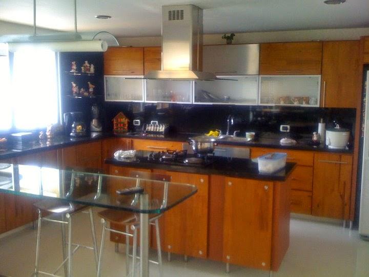 Cocinas integrales modernas cafe y negro madera fina for Ver cocinas modernas