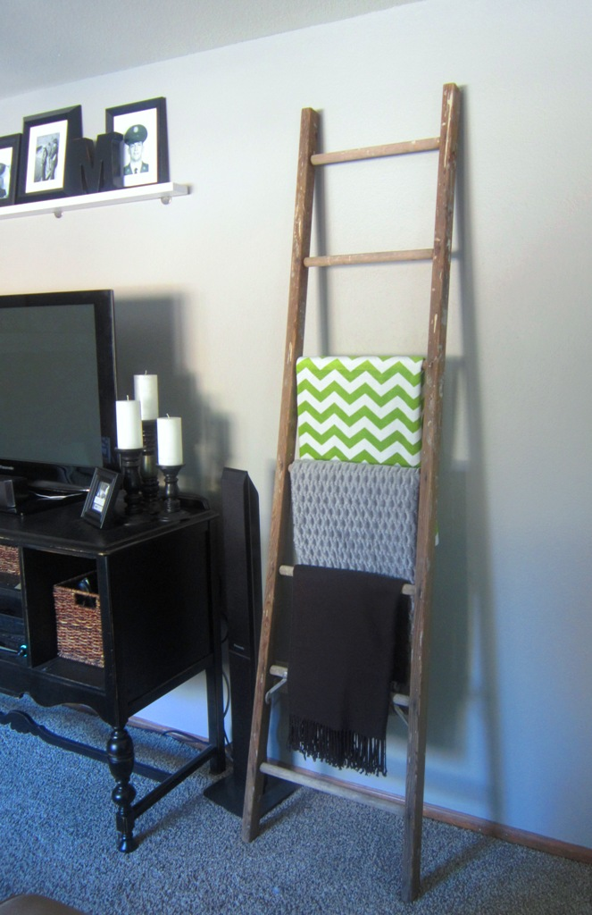 Blanket storage ideas kindred style family room blanket for Comforter storage ideas