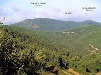 Vistes del Puig de la Caritat i de Cal Noè des del Coll d'Irana