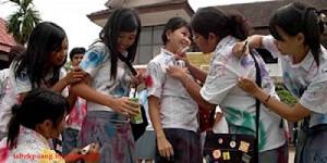 ... WTF : Buka Tudung Dan Raba Payudara Sebagai Meraikan Tamat Sekolah