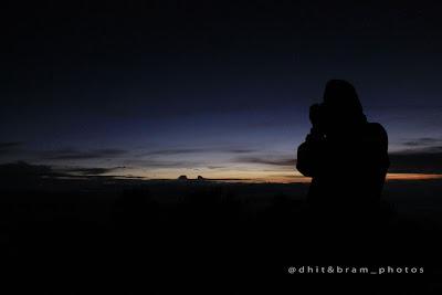 Indahnya sunrise di puncak Hargo dumilah gunung lawu