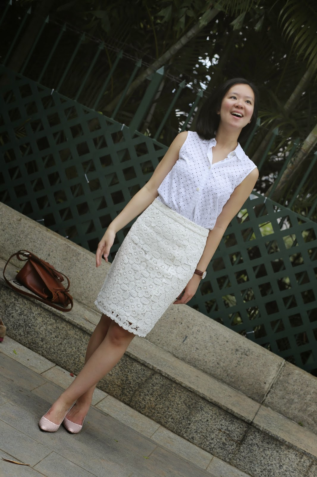 corporate fashion blog, what to wear to work, business casual, finance fashion blog, that working life, white lace pencil skirt, white eyelet top, hong kong fashion blogger