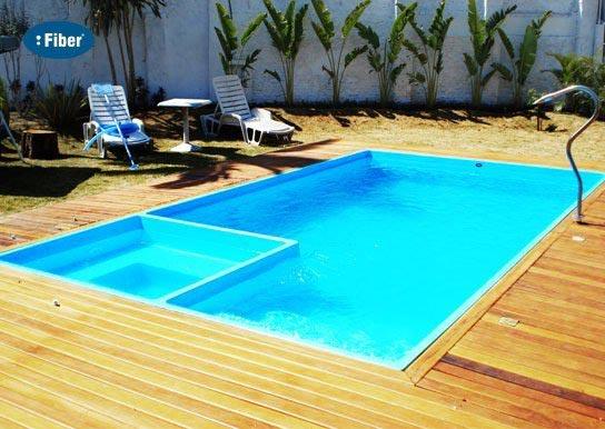 Fiber tudo para piscinas piscina com spa acoplado for Piscinas de 2 metros