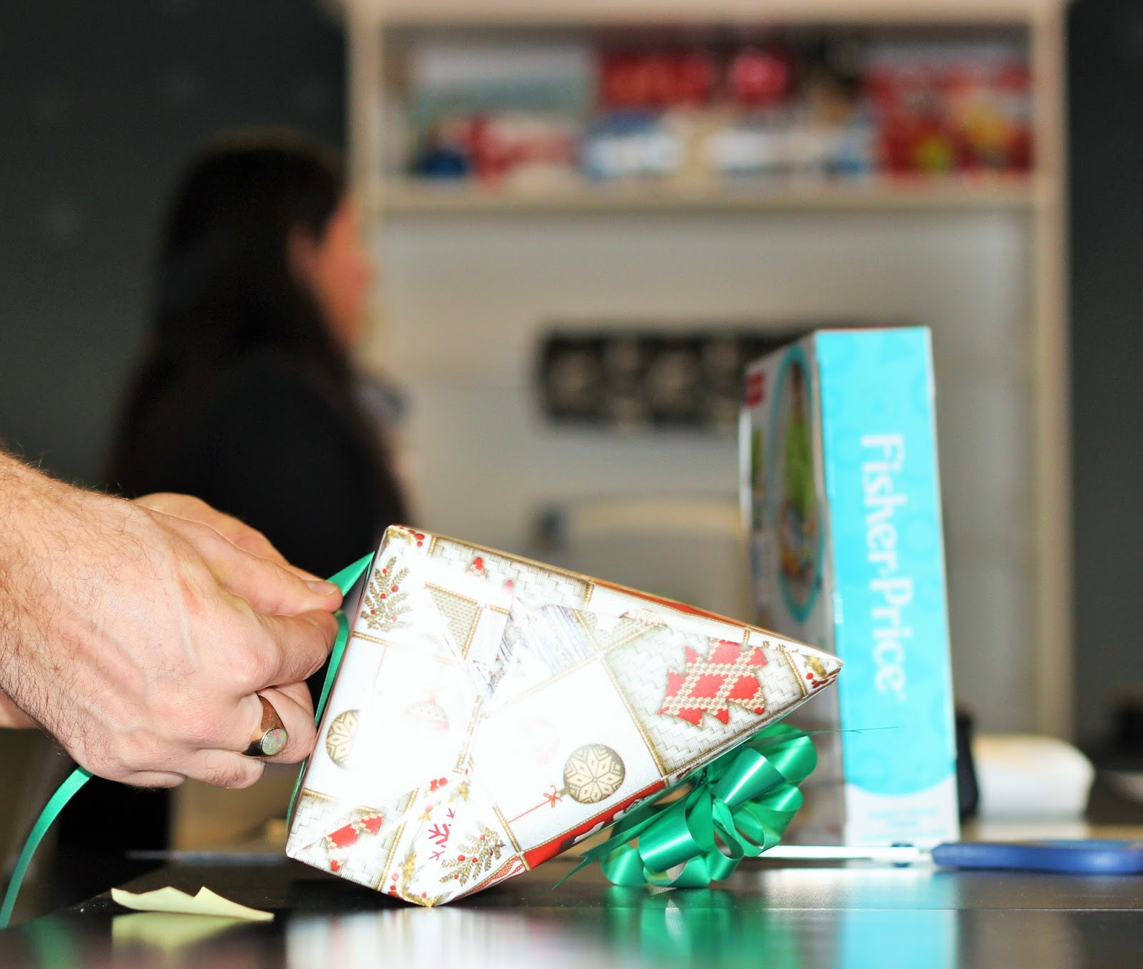 PROFESSIONAL GIFT WRAPPING AT RBC AVION BOUTIQUE IN YORKDALE SHOPPING CENTER |  MY EXPERIENCE IN DETAILS