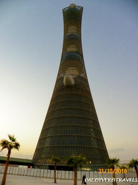 Monumento junto a estadios de fútbol Qatar 2022