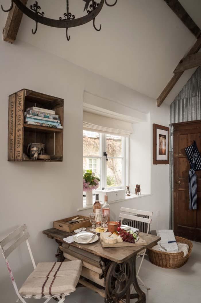 keltainen talo rannalla rustiikkisia koteja. Black Bedroom Furniture Sets. Home Design Ideas