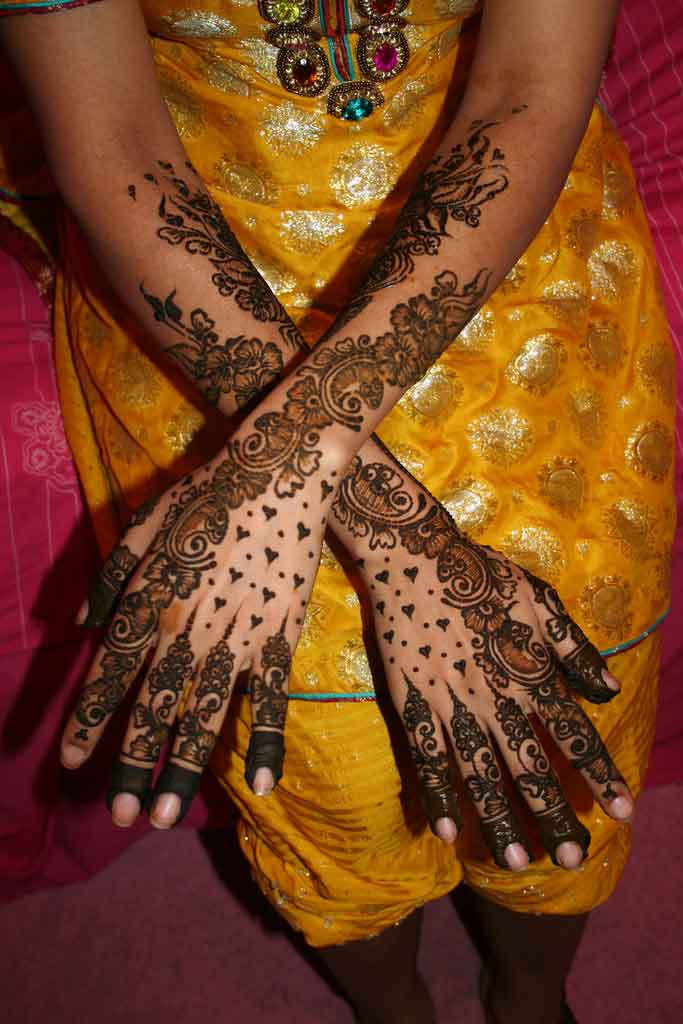 latest mehndi design pakistani dulhan dress pictures