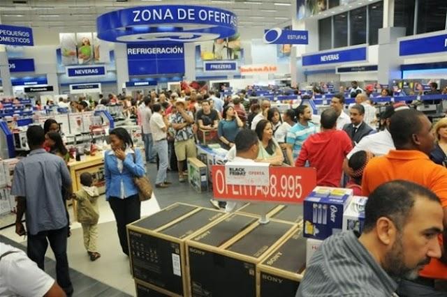 Miles acuden a negocios de la capital en Viernes Negro