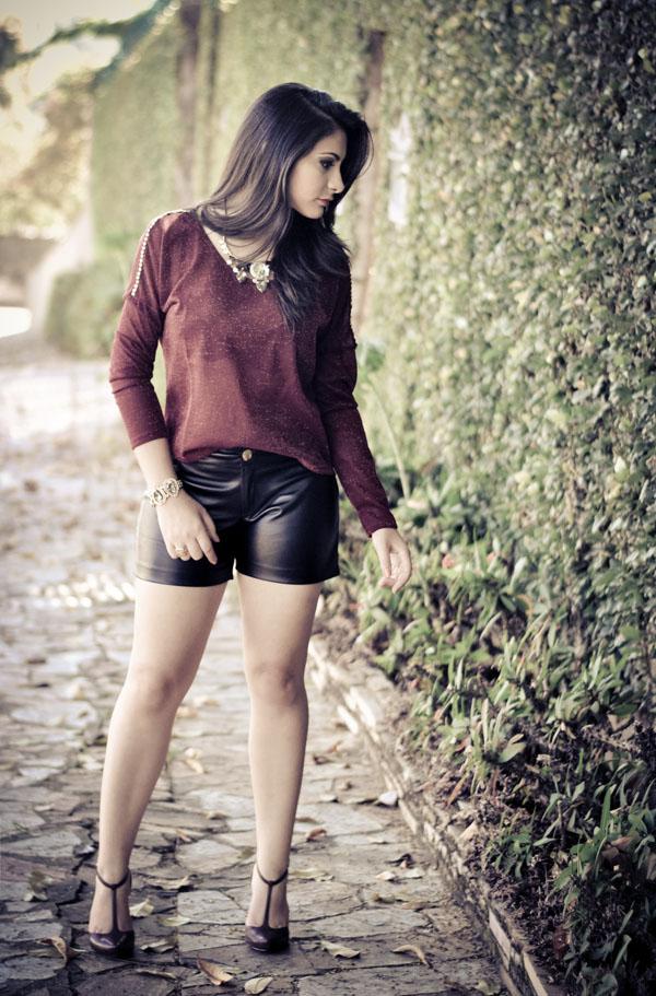 look blusa burgundy lurex - shorts couro - inverno 2013