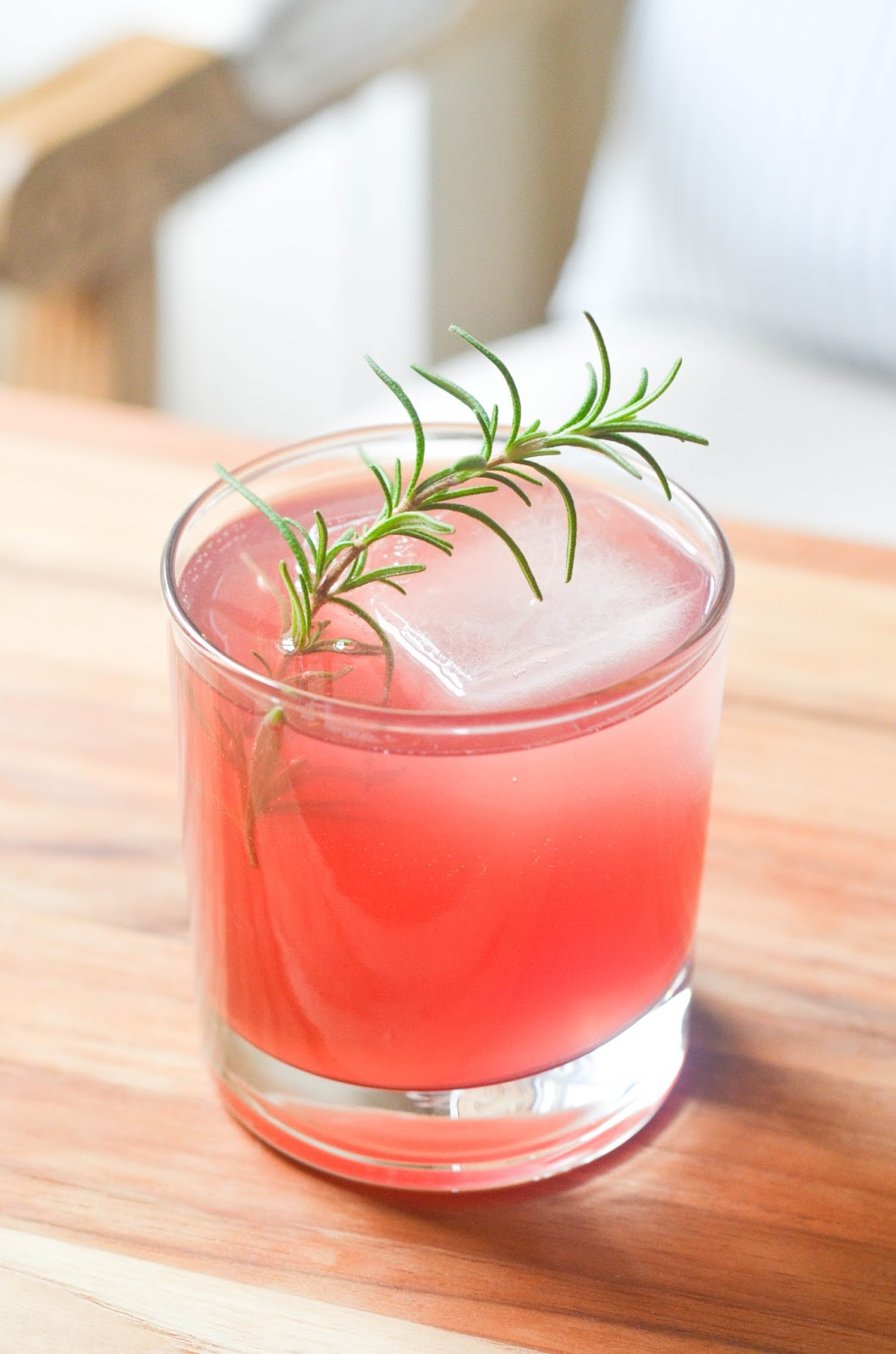 rosemary pomegranate gin fizz | #proseccointhepark
