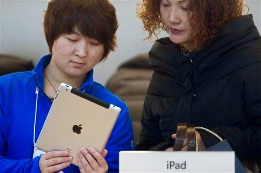 Tablet terbaru Apple, yakni iPad Air 2 dan iPad Mini 3, kini sudah bisa dipesan (pre-order) dengan jadwal pengiriman pekan depan.  iPad Air 2 dibanderol seharga US$499 untuk model 16GB. Seperti pada iPhone, versi 32GB kini tidak ada dan versi 64GB dibanderol US$599.