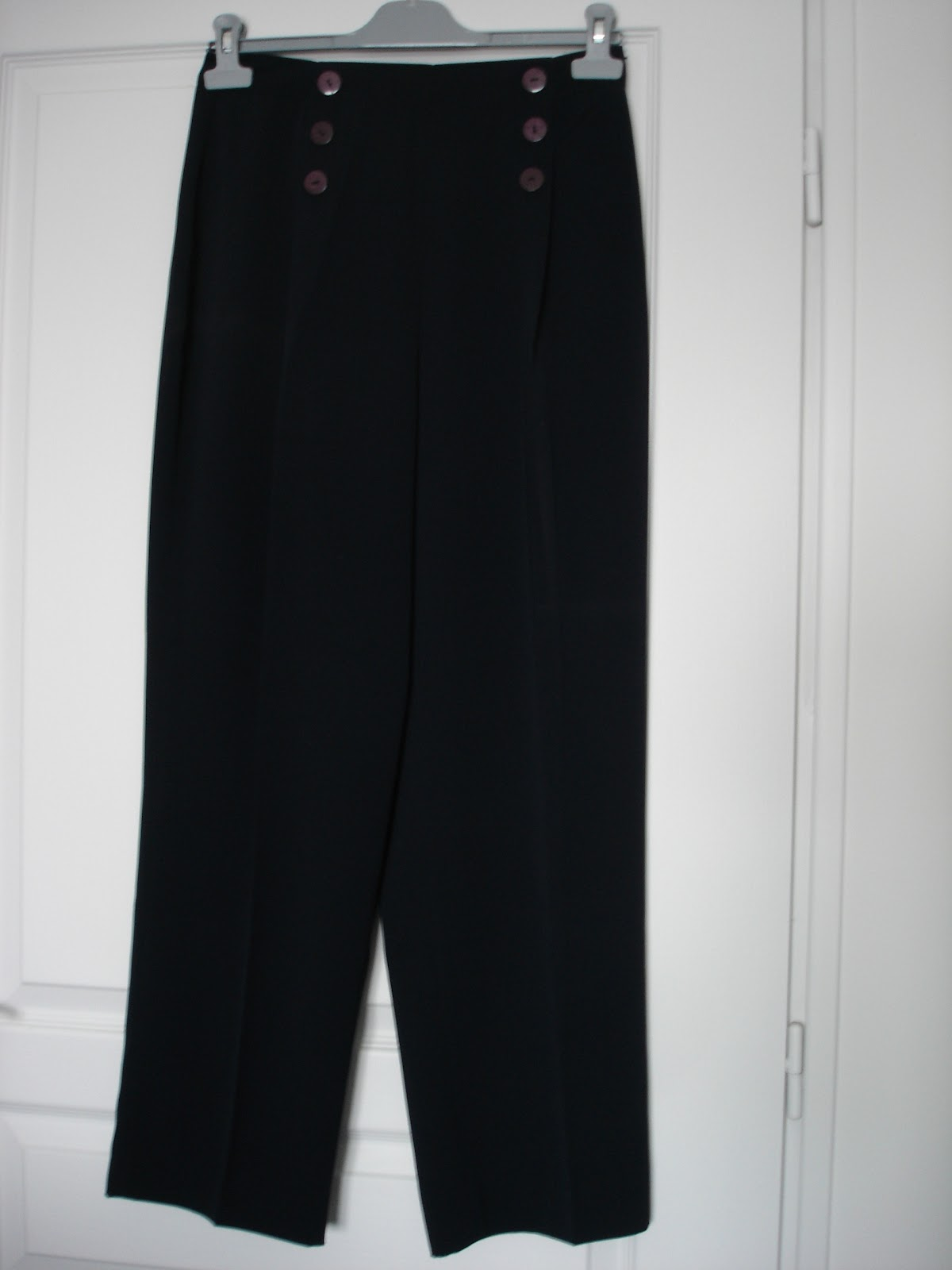 dressing grenier pantalon pont femme. Black Bedroom Furniture Sets. Home Design Ideas