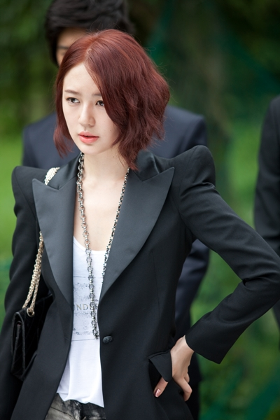 Atau mungkin ChinBob seperti Eunjung Tara di bawah ini :