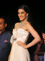 Kriti Sanon In White Gown At India International Jewellery Week (IIJW) 2014 Day 3