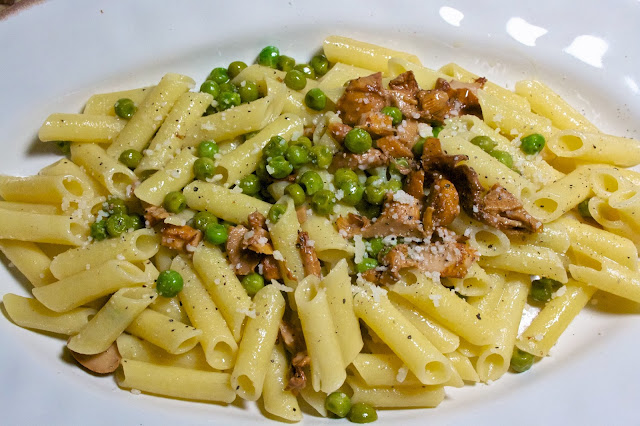 chanterelle & peas: simple living and eating