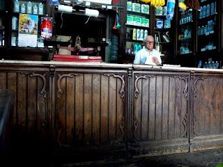 ... das Drogarias e Bazares