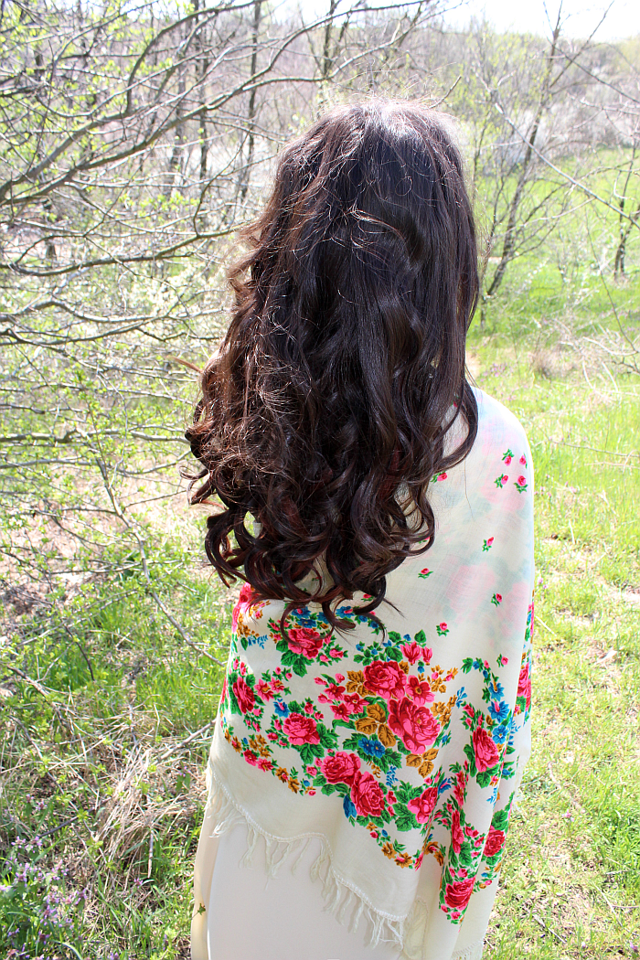 summer hair, floral print scarf, bombshell curls, ginger highlights, boho style