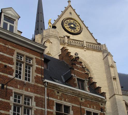 Markt Leuven   Happy in Red