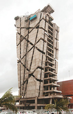 Torre alas contrata a empresa que trabaja para donald for Casas minimalistas la paz bolivia