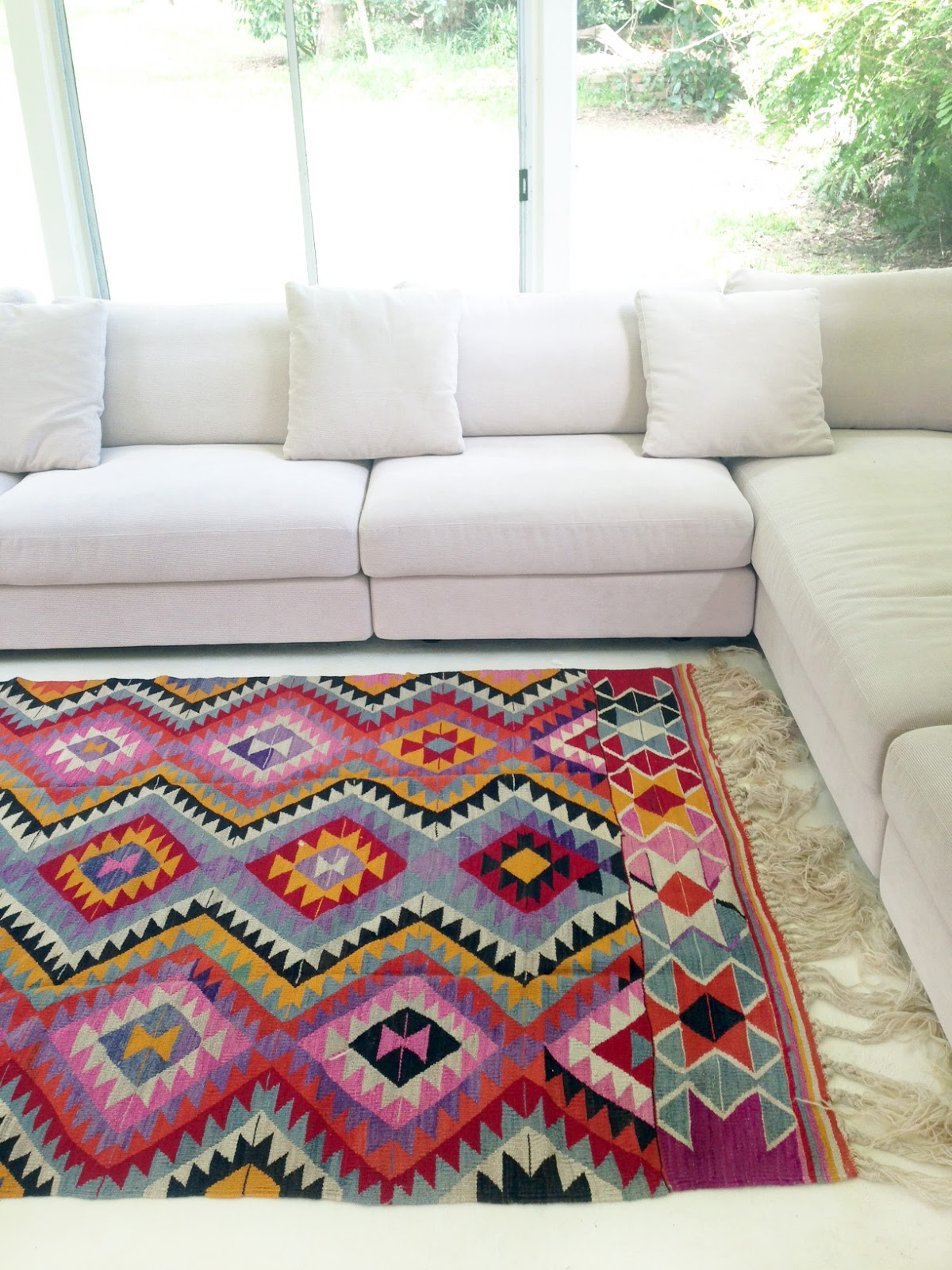 New turkish kilim rugs on table tonic for Alfombras kilim on line