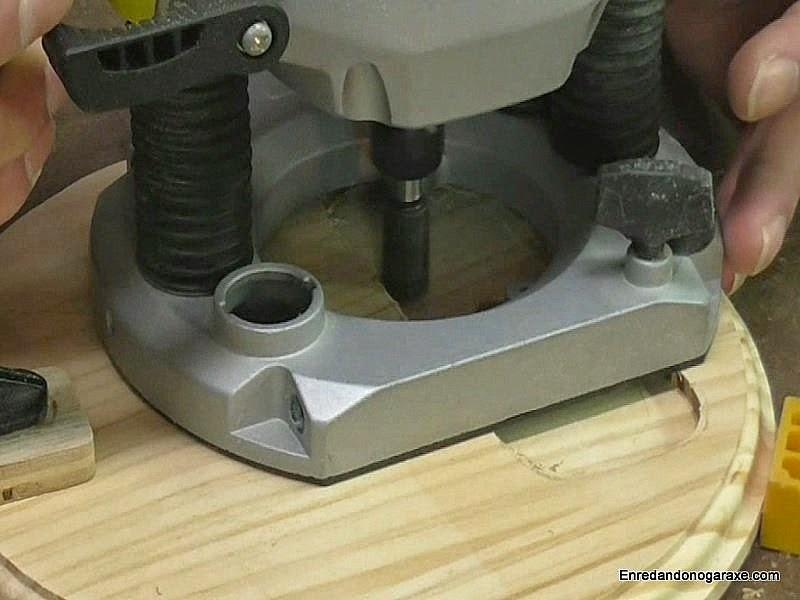 Fresar rebajo en la base de la lámpara. Enredandonogaraxe.com