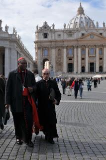 Fumaças das votações do Conclave sairão às 8h e às 15h