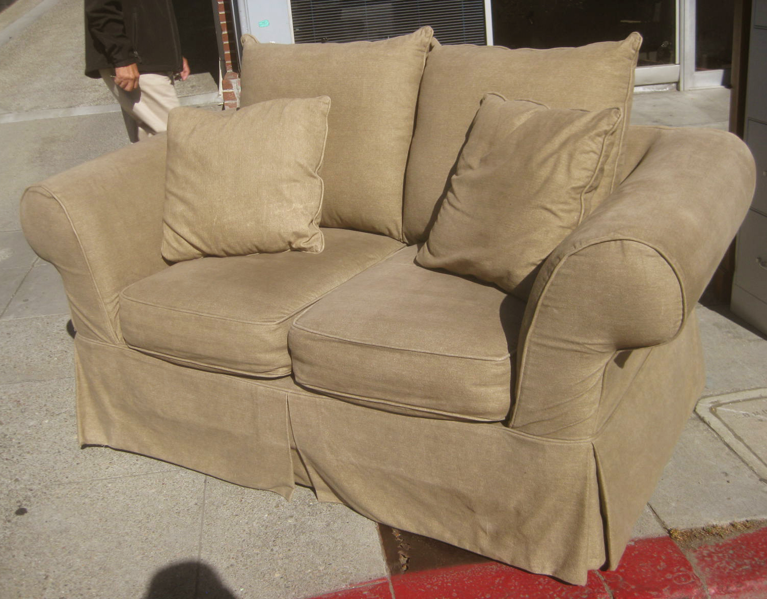 Uhuru Furniture Collectibles Sold Plush Loveseat 175