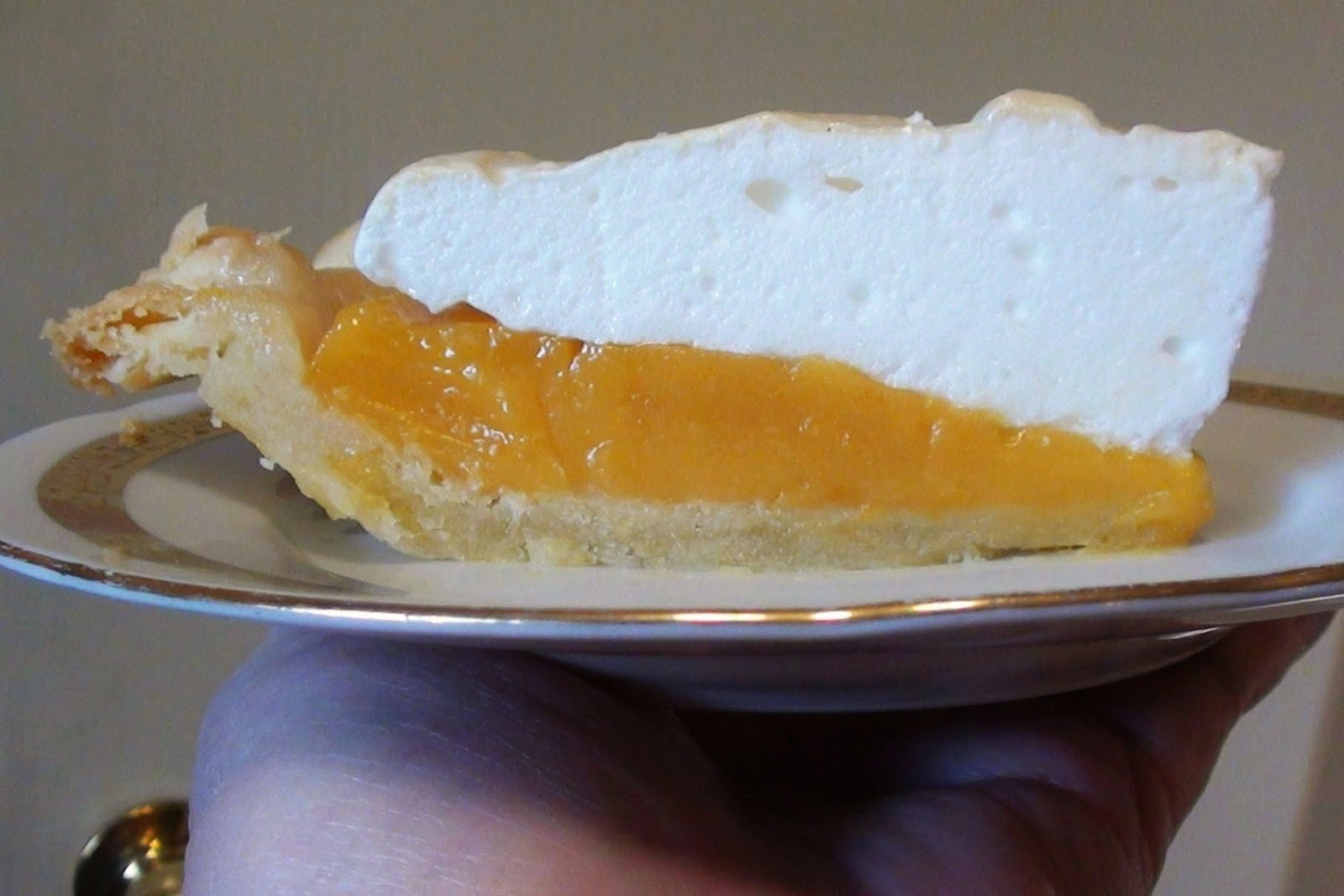zsuzsa is in the kitchen: APRICOT MERINGUE PIE