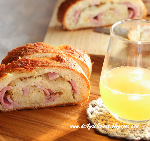 Hams Egg Cheesy Bread Roll: Dailydelicious: Ham And Onion Cheese Roll: Have Your Bread