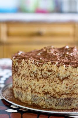 шоколадова торта с портокалов крем и бадеми