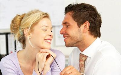 كيف تجددين حب حبيبك وزوجك لكِ - رجل يغازل امرأة - man flirt with woman