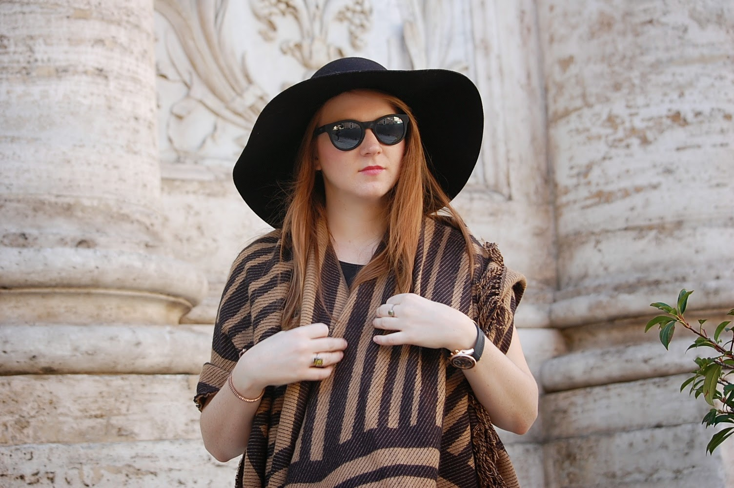 stradivarius poncho hat fashion blogger outfit style maui jim