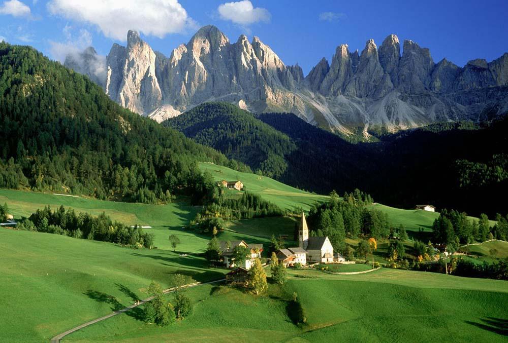 http://4.bp.blogspot.com/-m12xhO4FoKg/UEh642iCrSI/AAAAAAAAiVM/yqChxPoUOvI/s1600/Val-di-Funes-Dolomitas-Italia.jpg
