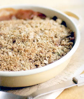 rhubarb crumble, classic dessert of a rhubarb base and a crumble topping