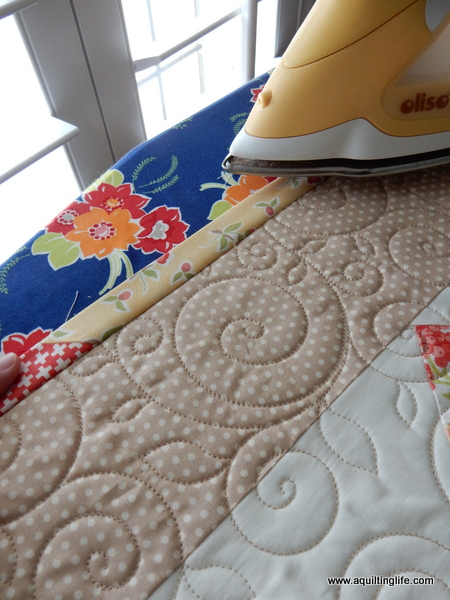 How To: Scrappy Quilt Binding Tutorial | A Quilting Life - a quilt ... : quilt borders and bindings - Adamdwight.com