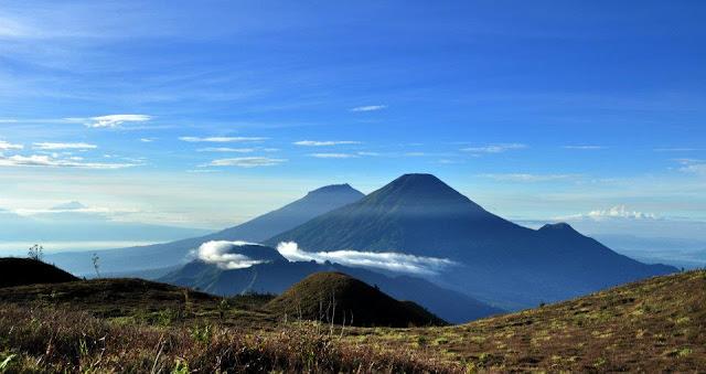 Rayakan Hari Kemerdekaan Di Puncak Gunung Prau