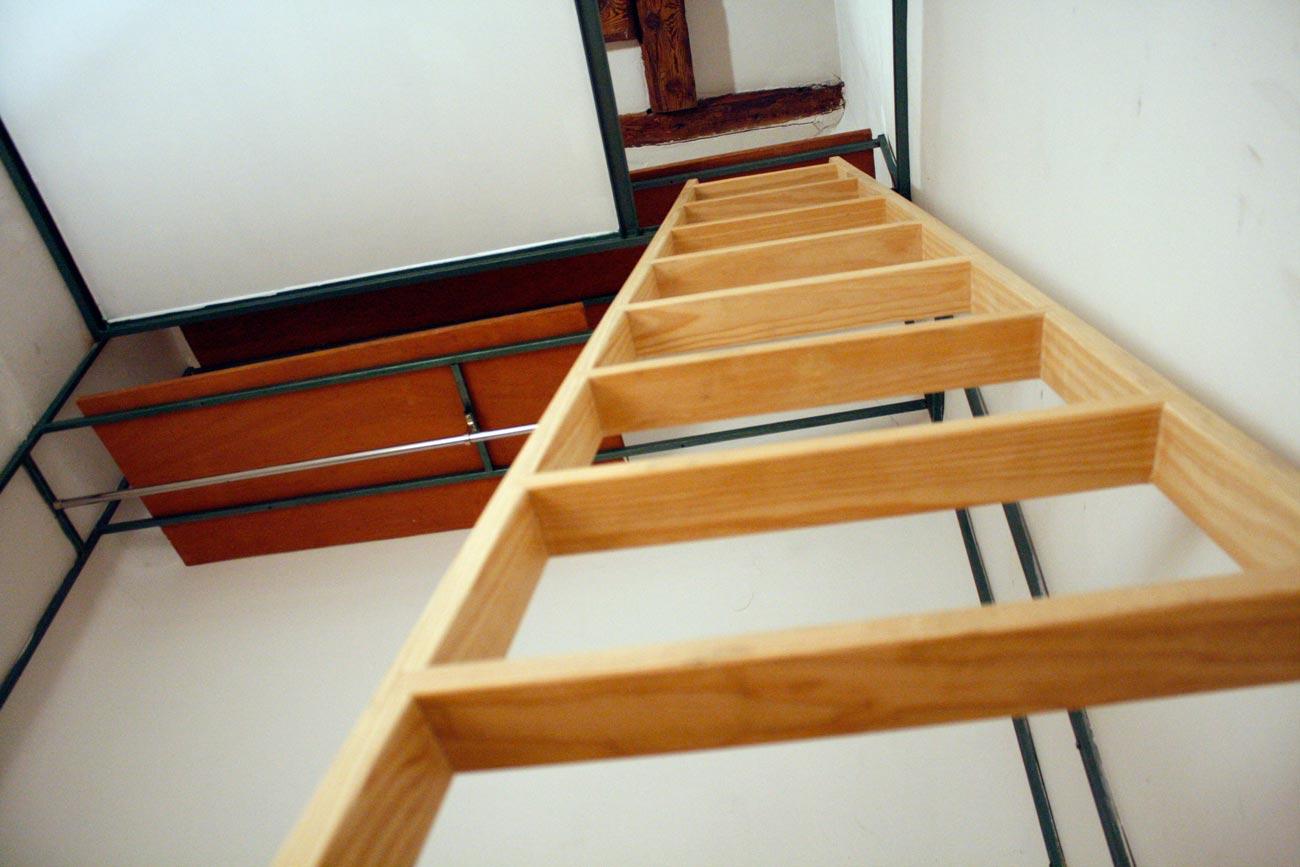 Supermanitas altillo barato fino sin pilares y sin obra de alba iler a - Como hacer una escalera plegable para altillo ...