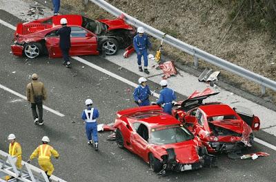 http://4.bp.blogspot.com/-m1twRo1w8L8/Tty6mUcAm-I/AAAAAAAAD84/YxvPOeUpLY4/s400/pb-111204-crash4-cannon.photoblog900.jpg