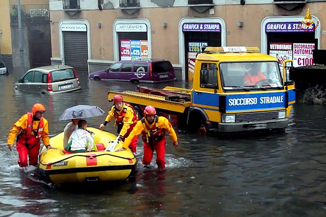 vigili del fuoco alluvione milano