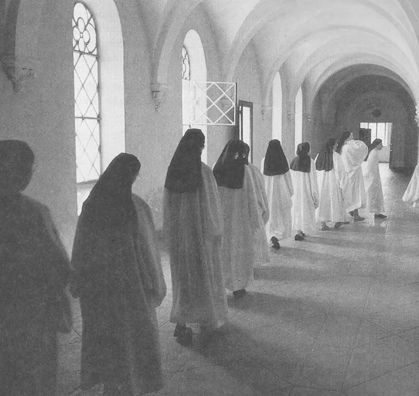 In modified mo d e rn post vatican ii veils the white monastic