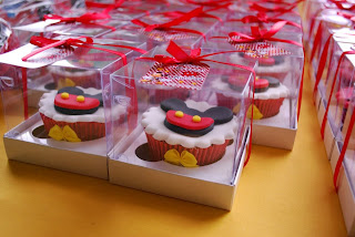 doce cupcake decorado mickey na caixinha