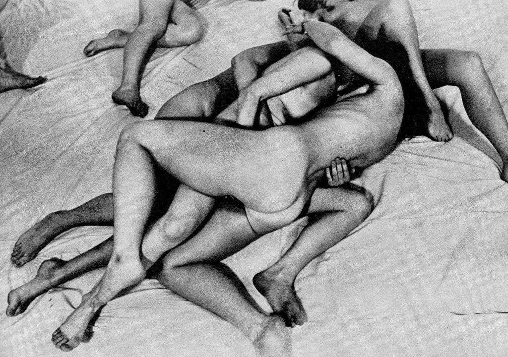 womens threesome fantasy