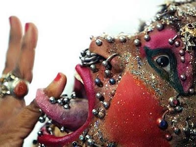 Wanita Dengan Piercing Terbanyak ,Elaine Davidson.