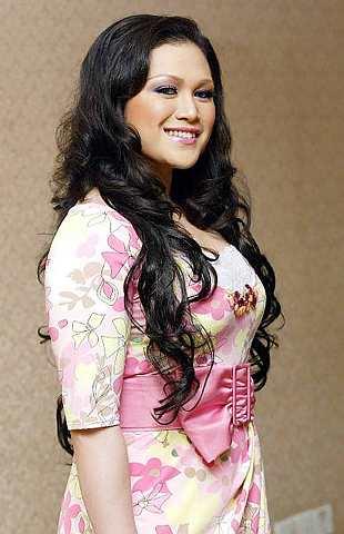 Gambar Zizie Ezette Seksi Hot Wife Datuk Bung Mokhtar Radin