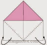 Bước 2: Gấp hai góc dưới của tờ giấy về phía mặt đằng sau.