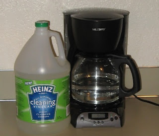 Cleaning Electric Coffee Maker With Vinegar : How Much Vinegar Does It Take To Clean A Coffee Maker? Top Off My Coffee Please