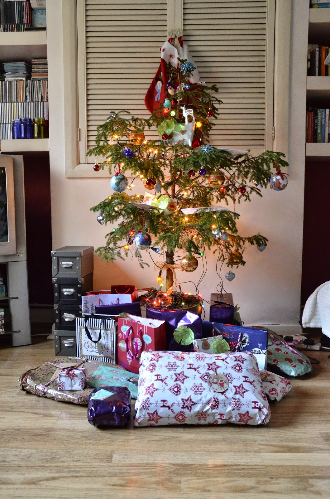 Just in Style Christmas tree with presents 2014