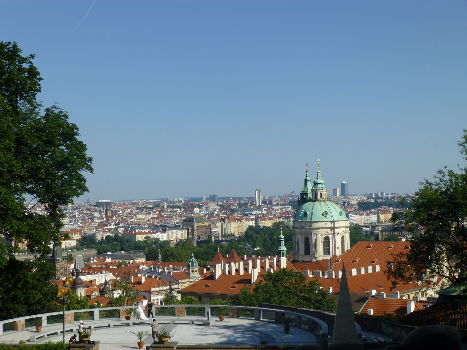 In my kitchen. Out your kitchen.: Cafes and Food Stalls in Prague